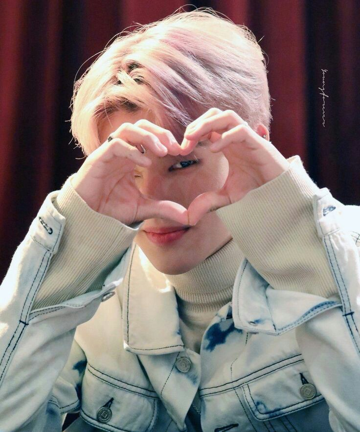 Feliz cumpleaños al amor de mi vida :c 💕 gracias por cada sonrisa que me sacaste, por cada momento junto a nosotrxs, te amo 😭❤️ #BornToBeLovedWooyoungDay