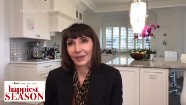 ".@MarySteenburgen encourages others to ""help our fellow humans"" during the holidays. ""There's some horrifyingly long lines at food banks these days."""