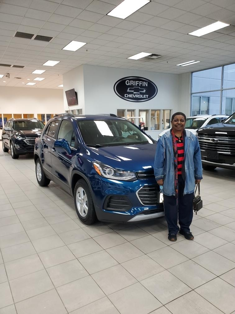 Vivian from Milwaukee leased this 2020 Trax. Salesmen A.J. La Porta got Vivian a great cyber sales event deal. Welcome to our Chevy Family! #chevrolet #chevy #chevytrax #trax #chevyfamily #newcar #milwaukee #wisconsin https://t.co/KtnJXqRYbq