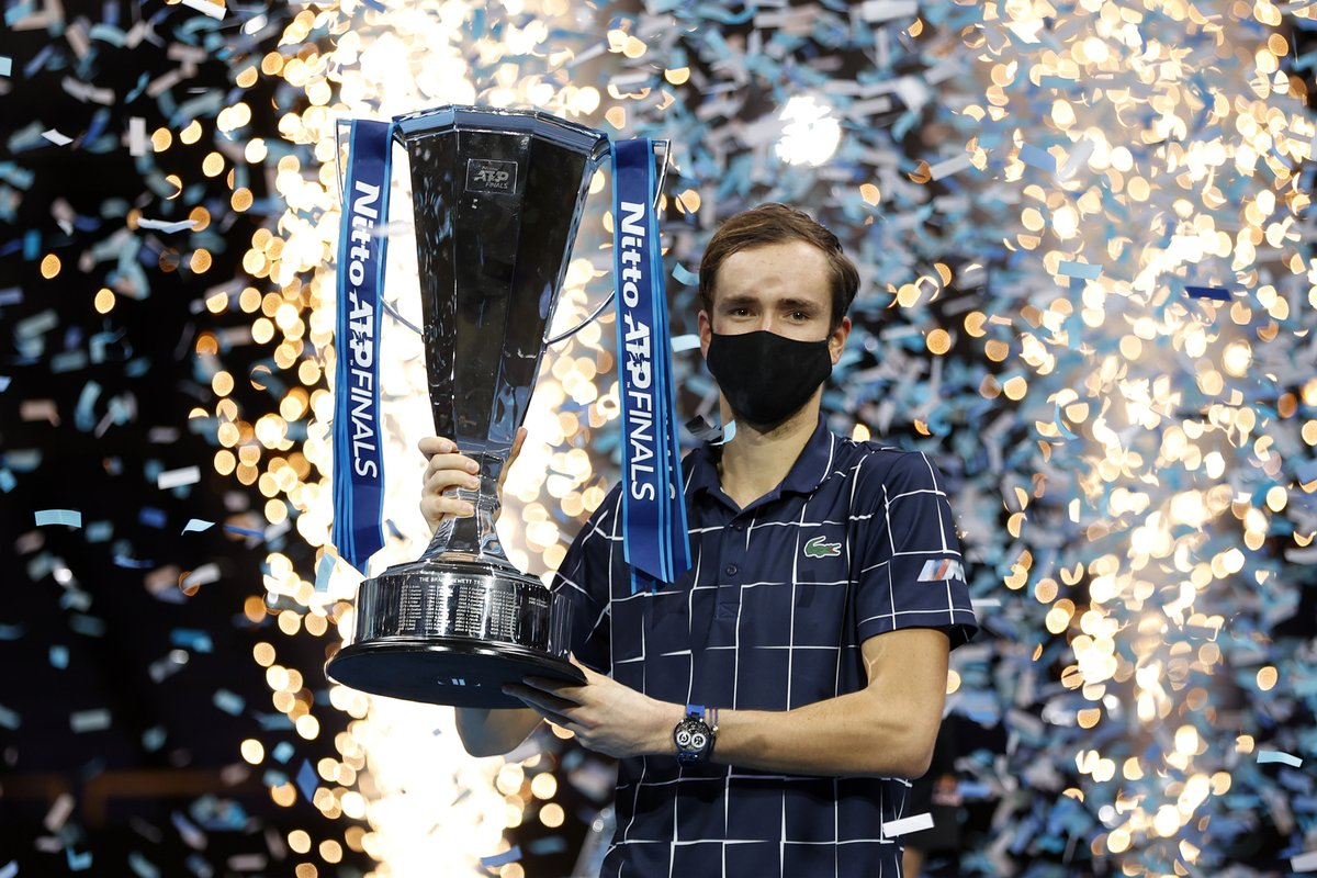 Daniil Medvedev won the biggest title of his career on Sunday, battling past US Open champion Dominic Thiem 4-6 7-6(2) 6-4 to win the ATP Finals in London.  Photos credit: @atptour 🎾🇬🇧🏆 #NittoATPFinals #Tennis https://t.co/JLc9h8vLJD