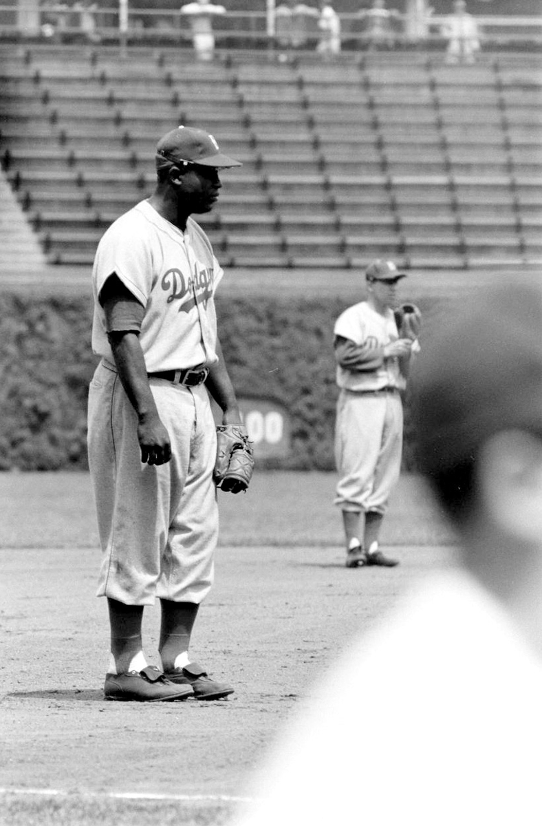 Jackie Robinson and Pee Wee Reese of Brooklyn #Dodgers.  What an authentic view of Jackie and his uni, shirt, and shoes. Raw statistics only scratch the surface in evaluating Jackie Robinson as a ballplayer. Read more here @sabr https://t.co/VJ2KZghEs4 https://t.co/S6oc0Am0Kw