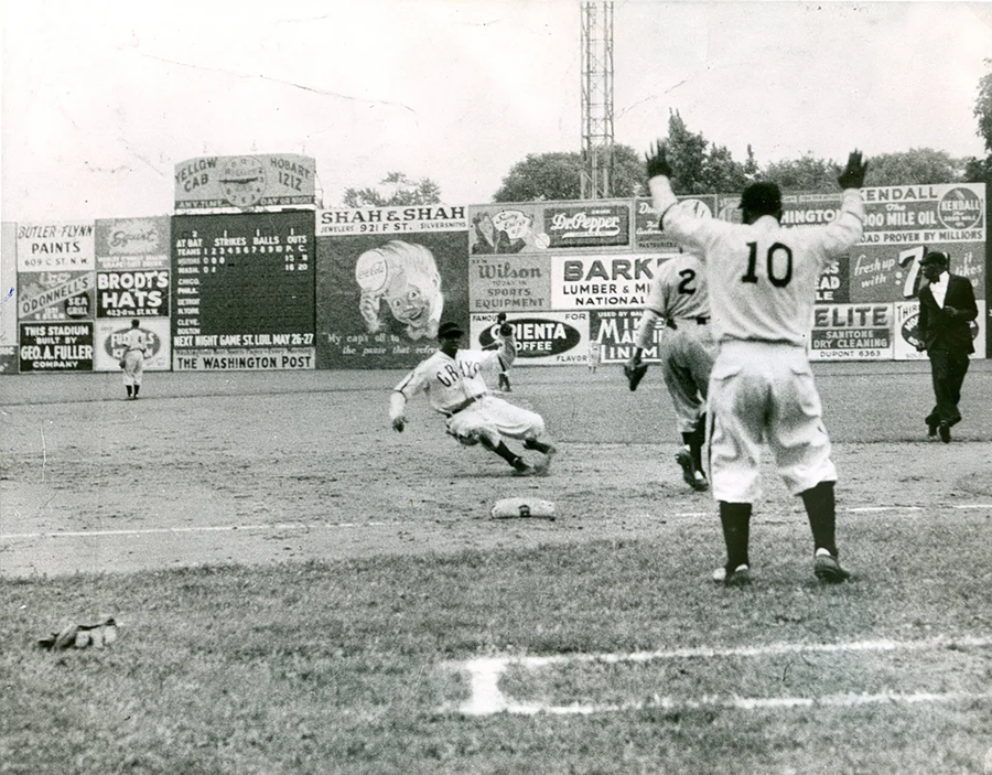Cool Papa Bell slides into third base! Described as regal, noble, gentle, and soft-spoken, Bell was considered one of the fastest players in baseball history. Read more about the Negro League legend in his @sabr bio https://t.co/RMiH0Aizwp https://t.co/gUWpToaZfW