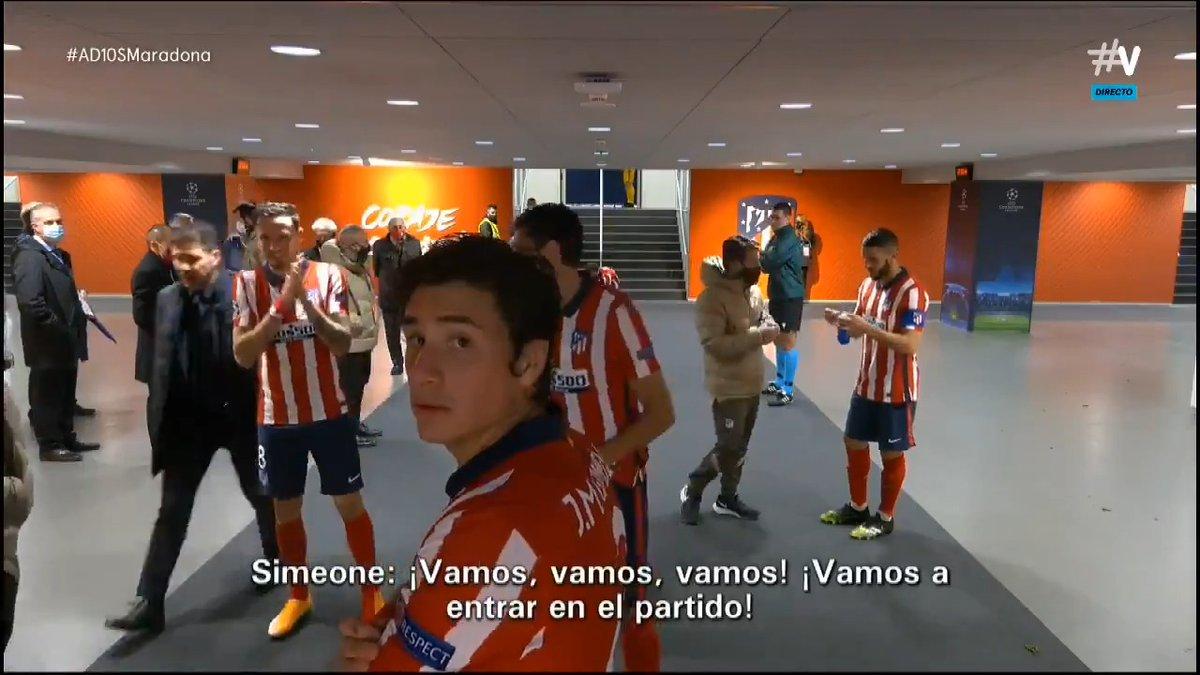 """-Giménez: """"El árbitro es malísimo, boludo"""" -@saulniguez: """"Cámara con audio"""" -La cara de @JoseMaGimenez13: 😮😮😮 #LaCasaDelFútbol"""