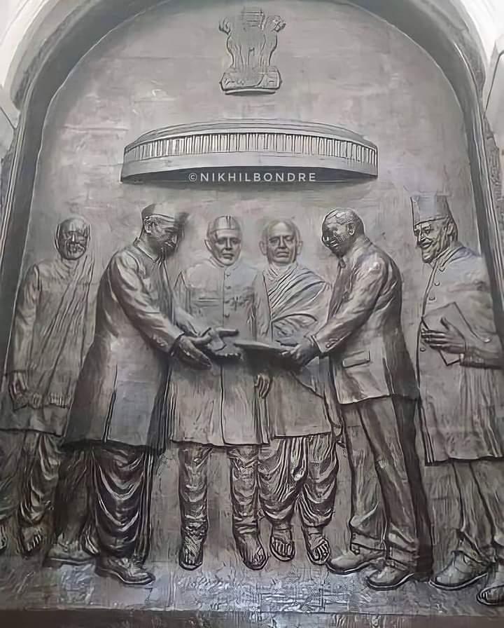बाबा साहब का वंशज हूं मै, सविधान ही मेरा गाथा है। छाती ठोक कर कहता हूं , भारत ही मेरी माता है।। #संविधान_है_तो_भारत_है #ThanksDrAmbedkar संविधान दिवस की सबको बहुत बहुत बधाई 1400 साथियों में से 100 RT और लाइक कि उम्मीद कर सकता हूं। @AmbedakarSona @Sureshmehra777 @KotwalMeena
