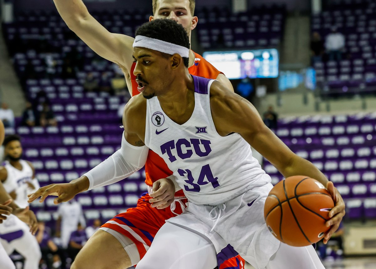 TCU 25 - HBU 8 | 7:44 1H  Kevin Easley with his first points at TCU.   #GoFrogs 😈 https://t.co/revpbRVhn8