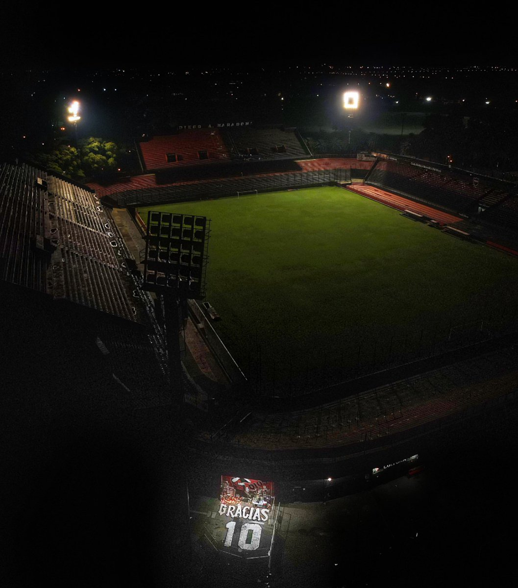 The number 10 keeps shining in Marcelo Bielsa Stadium.   The floodlights are remaining switched on paying tribute to the eternal idol.   #DiegoEterno ♾ https://t.co/HkrHAr9GJj