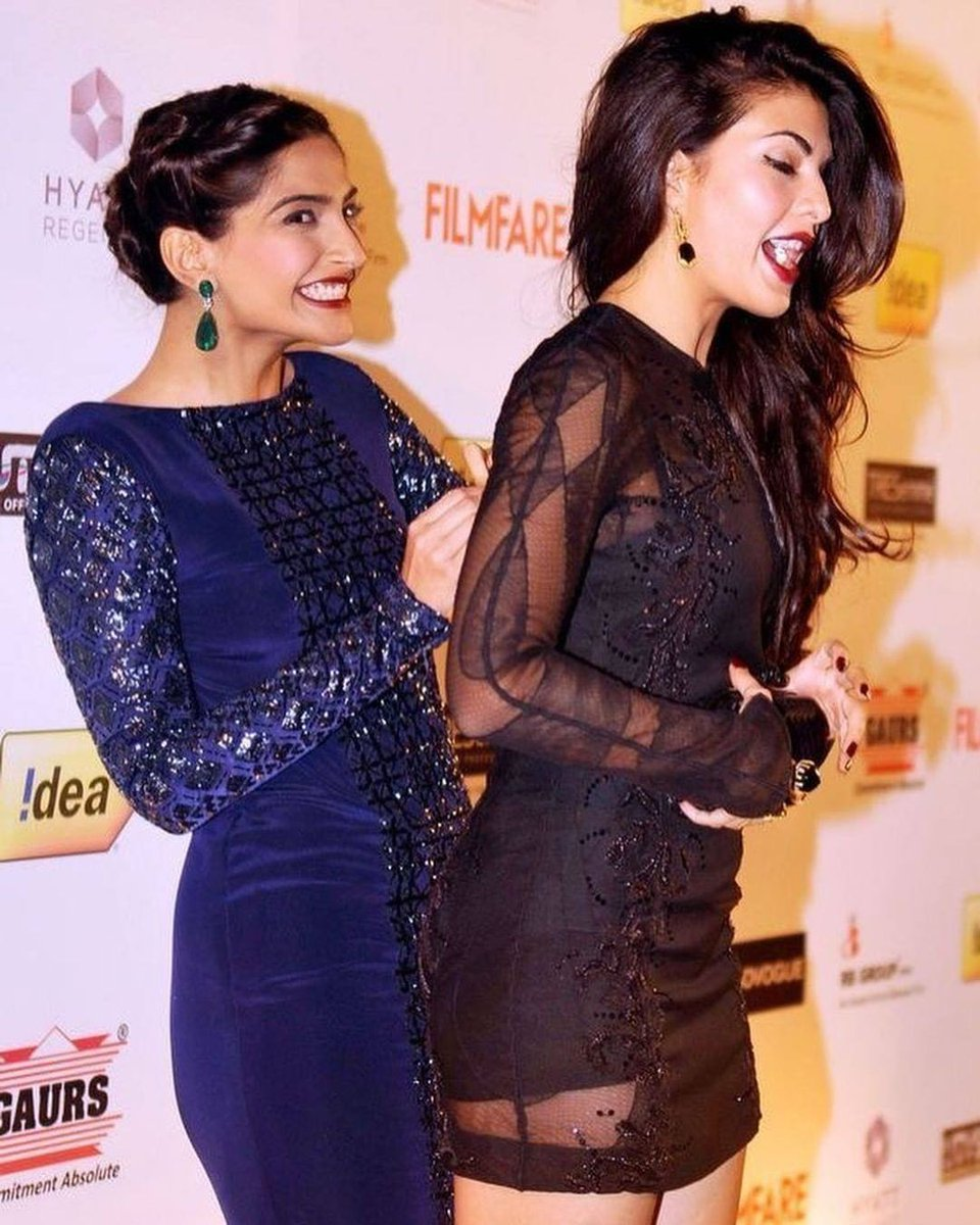 Throwback to Sonam and Jackie's candid moment 😍  #instantcelebrities #SonamKapoor #JacquelineFernandez #Throwback #candid #Bollywood
