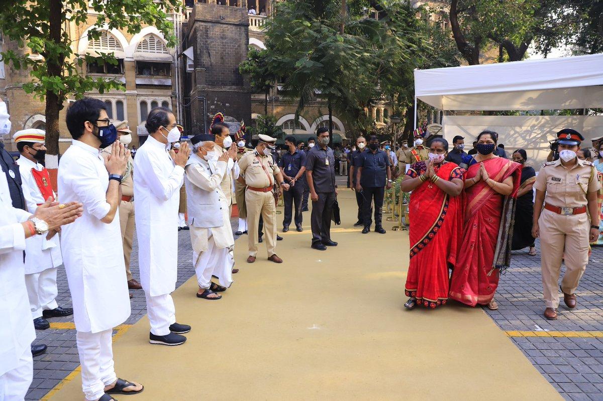 यावेळी माननीय राज्यपाल @BSKoshyari , गृहमंत्री @AnilDeshmukhNCP , मंत्री @AUThackeray , @CPMumbaiPolice परमबीर सिंह, पोलिस अधिकारी आणि इतर मान्यवर उपस्थित होते. https://t.co/jbPIZtN0Gq