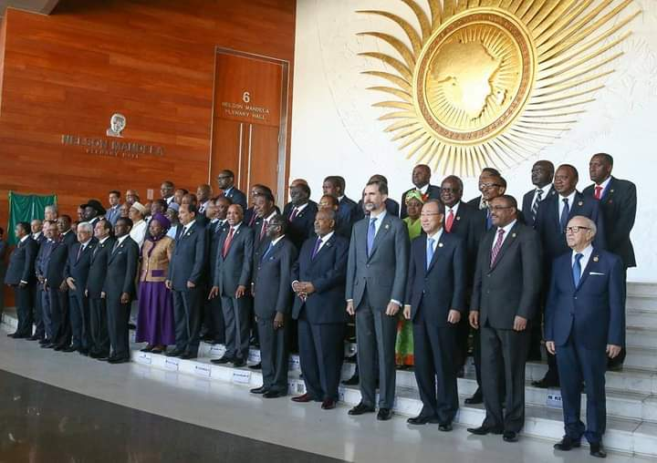 Afrikan leaders at an @_AfricanUnion conference. Look at the symbolism on the on the wall as well? These muppets need to first overhaul their minds before they can start wearing proudly Afrikan clothes. https://t.co/ZLpSx2Awlk