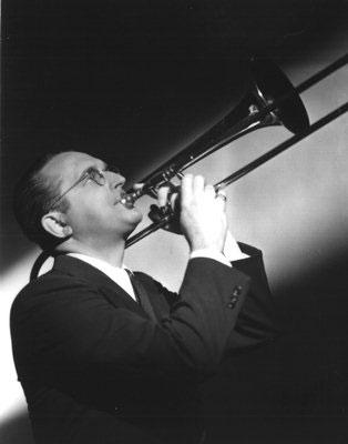 Un día como hoy 26 de Noviembre, en la Historia del Rock, pero de 1956.  Fallece Tommy Dorsey, músico de jazz, trombonista y director de big band estadounidense. En Greenwich, Connecticut, Estados Unidos. https://t.co/jvlPZD3CM8