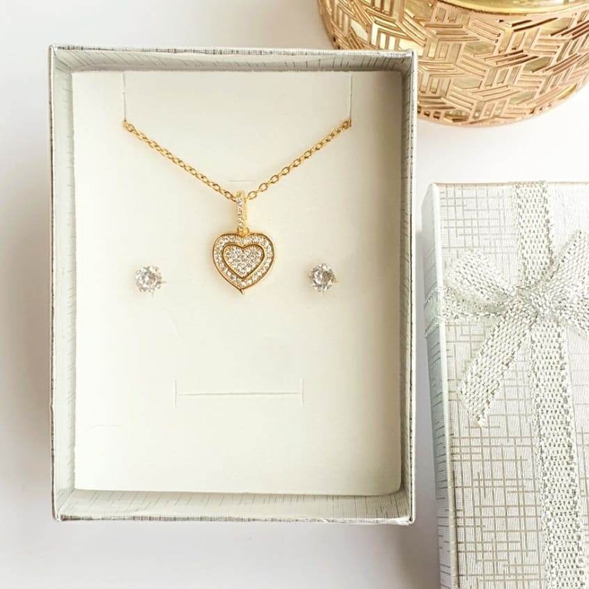 This lovely heart necklace and crystal stud earrings set is available now on our website and would make lovely Christmas gift! It comes in a silver gift box. #uksmallbiz #christmas #giftideas #jewellery