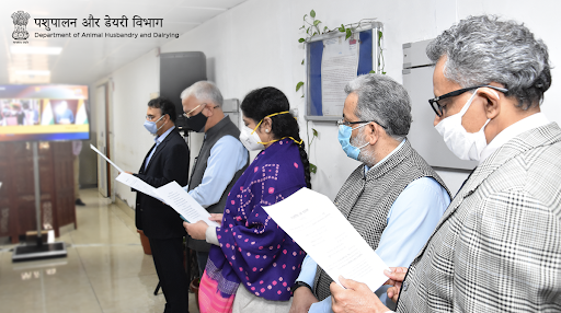 On the occasion of #ConstitutionDay, Shri. @atul1chaturvedi, Secretary, @Dept_of_AHD, along with other officials, participated in the reading of the preamble of India's Constitution.  #DairyIndia #Unite2FightCorona #SamvidhanDiwasdia