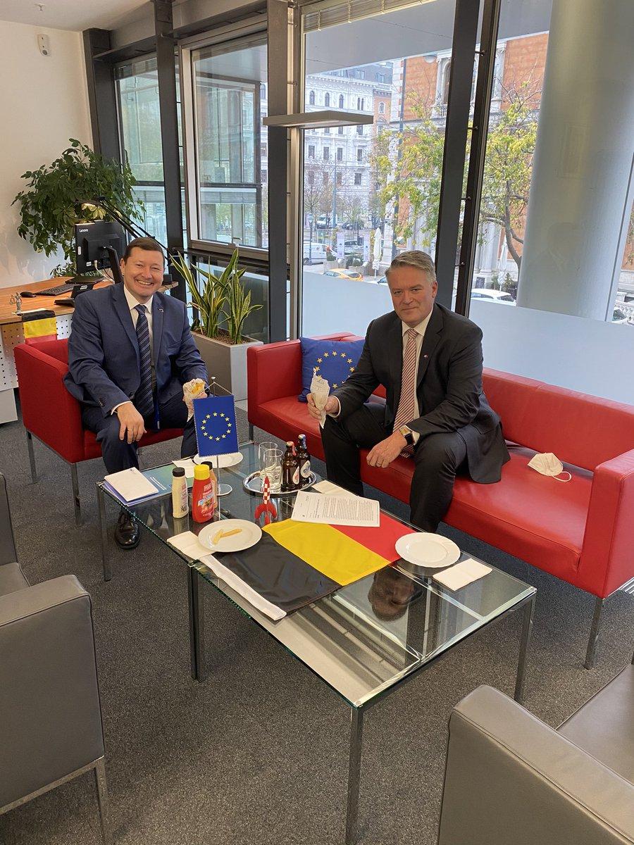 """Ich habe mich sehr gefreut, heute in Wien meinen Freund @MathiasCormann wiederzusehen, mit dem ich viele G20-Tagungen durchlebt & an der Intensivierung der 🇪🇺🇦🇺-Beziehungen gearbeitet habe. Er ist als Belgier in Eupen geboren, also Europäer mit """"Down Under"""" Perspektive 🇧🇪🍟!"""