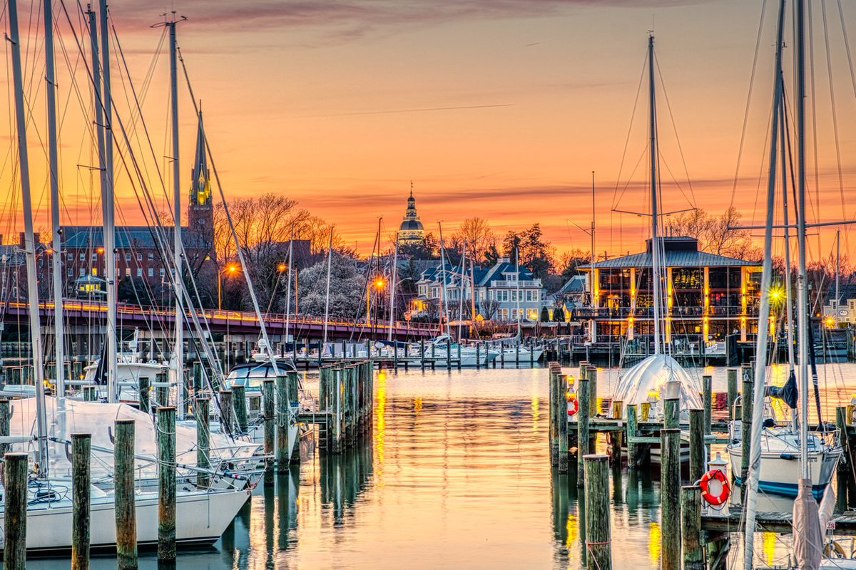 Happy Thanksgiving, from #Annapolis! 🍂  📸 Bob Peterson  #thanksandgiving #visitannapolis #chesapeakebay #egoalley #citydock #annapolis #sailing #boating #holidays #travel #tourist #travelphotography #traveler #familyfun #travelgram #traveling #landscapephotography