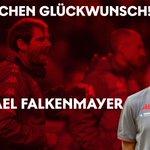 Image for the Tweet beginning: Unser Assistenztrainer Michael Falkenmayer feiert