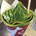 京都河原町駅近くのクレープ専門店「さんじや」の「抹茶尽くしパフェ」がおいしそう。