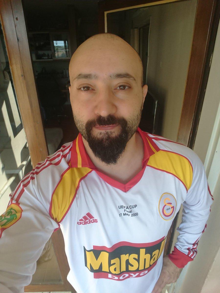 Tek istediğim Galatasaray formasıydı. Uefa kupası finalindeki forma. Sonunda aldım 💓 @GalatasaraySK #uefacup #galatasaray #uefacupwinner2000 #hagi https://t.co/WFYwOr77s6