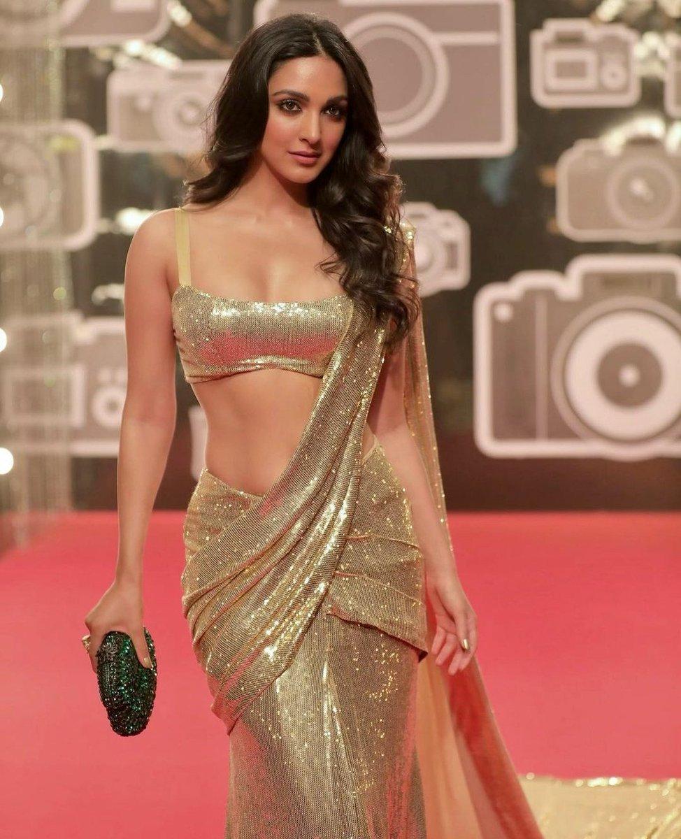 .@advani_kiara shimmers & shines in a gold, sequinned saree ✨🔥  #KiaraAdvani #Tollywood #TollywoodActress #Bollywood #BollywoodActress #ShineUp