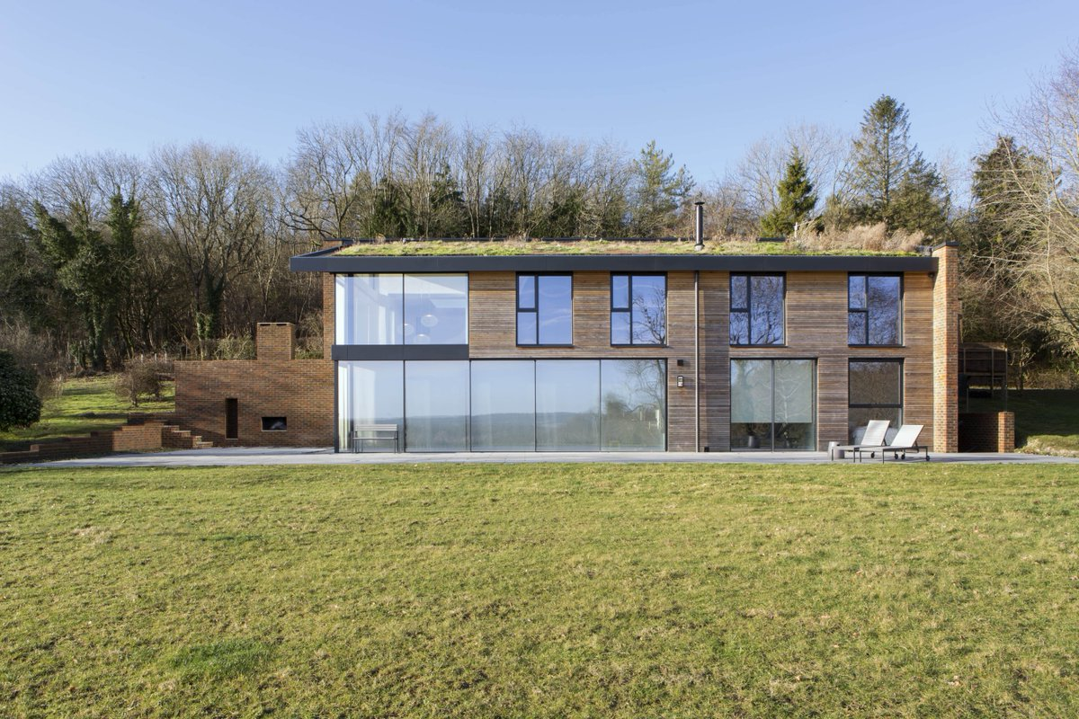 This #eclecticnewbuild with Stuart Barr CDP follows a #biophilicdesign – using large elevations of #structuralglazing to merge with its natural surroundings.   Case study >>> https://t.co/H4mi1OL6Ao https://t.co/UtwZ4xLEU4