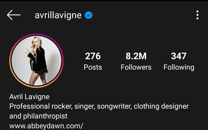 Avril cambió su foto de perfil en Instagram y Twitter! El cual era la portada de Head Above Water por casi 2 años, y también cambió su biografía sobre HAW a una descripción de si misma.  ¿Creen que AL7 esté cerca?  #avrillavigne #headabovewater #AL7 #al7iscoming #abbeydawn