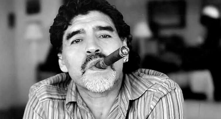 """""""Odeio tudo que vem dos Estados Unidos, odeio com todas as minhas forças"""" MARADONA, Diego."""
