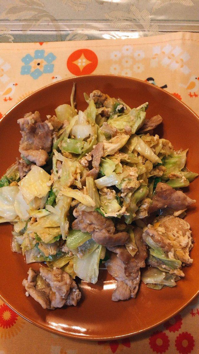 今日のダイエット食豚肉とキャベツの玉子とじ炒めぶりの塩焼きシリカ水とおじや少々(๑╹ω╹๑ )