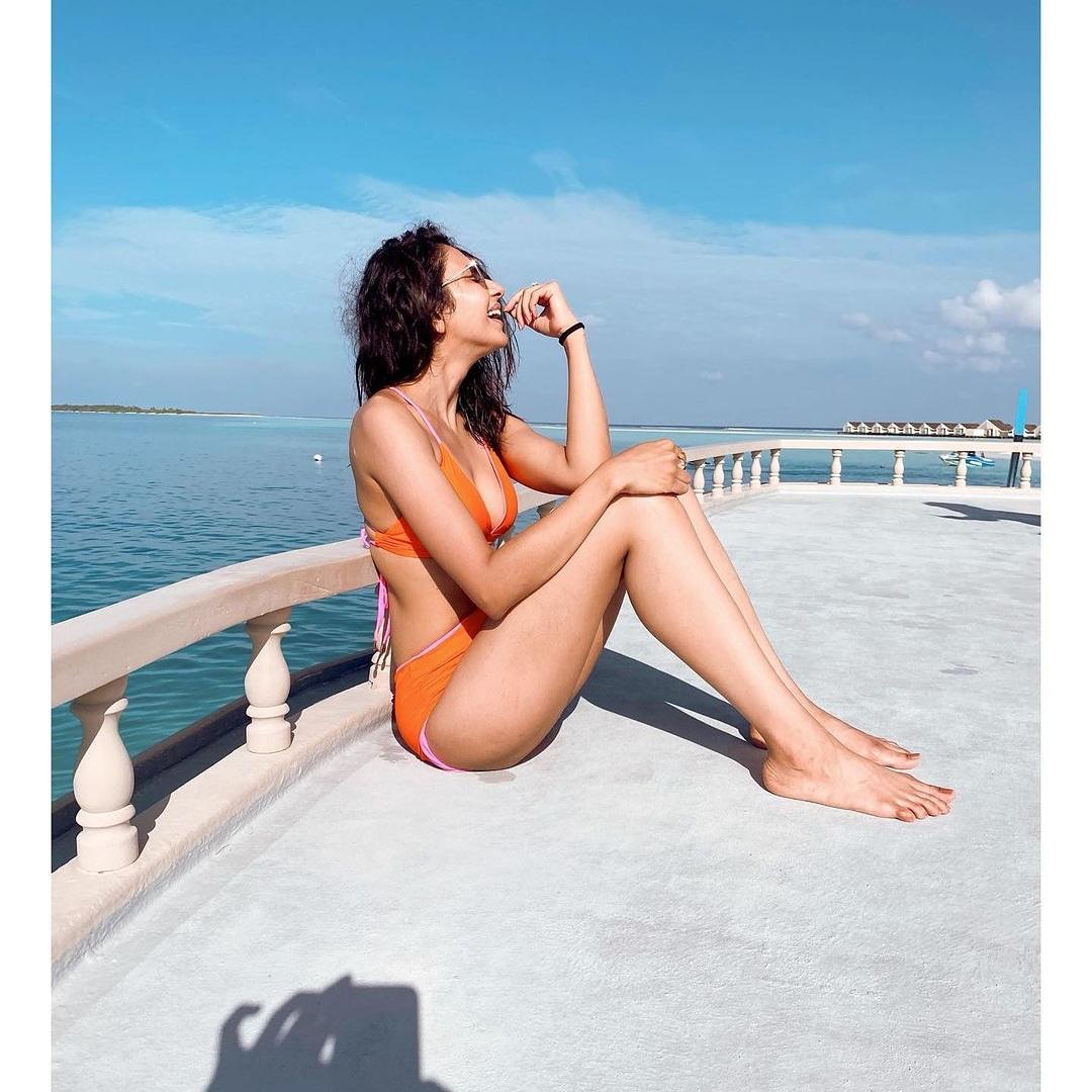 Soaking in the sun @Rakulpreet 🥰🥰🥰 #bollywood #bollywoodactress #bollywoodcelebs #bollywoodstars #RakulPreetSingh #celebrity #maldives🌴 #maldivesdiaries #sunbathıng #vacaygoals #vacayvibes