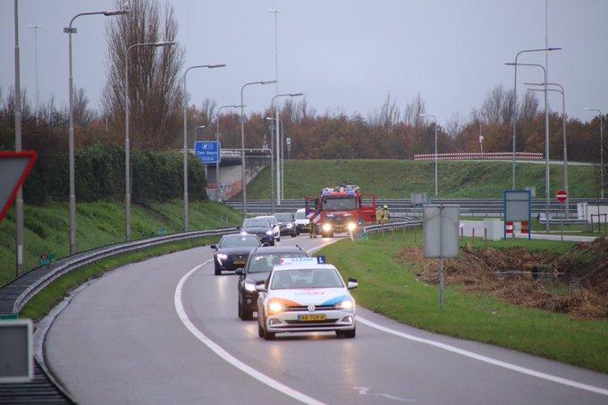 Brandweer Den Hoorn opgeroepen voor een voertuigbrand bij tankstation Peulwijk-Oost in Den Hoorn. Betrof korte inzet https://t.co/bJR5BAOhaJ
