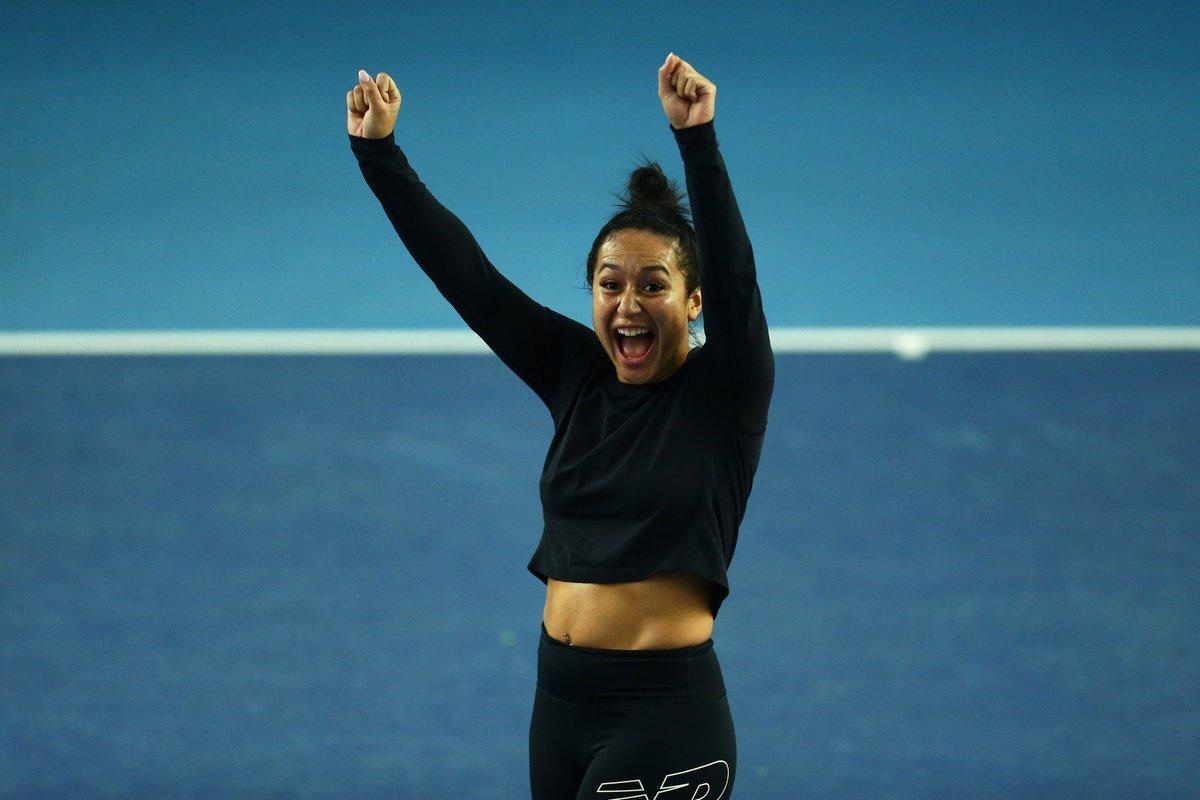 Hands up if you love tennis 🙋♀️  #BackTheBrits 🇬🇧 @HeatherWatson92 https://t.co/XTogOTNErm