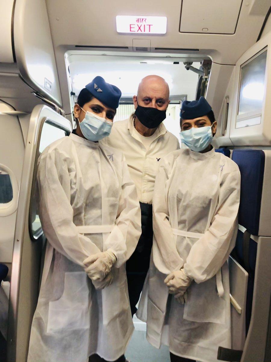 Thank you @IndiGo6E #CaptSanjayJhangiani Pooja, Shruti, Shreya and Fatima for your professionalism and warmth during my flight 6E 264 from Chandigarh to Mumbai. 🙏🌺