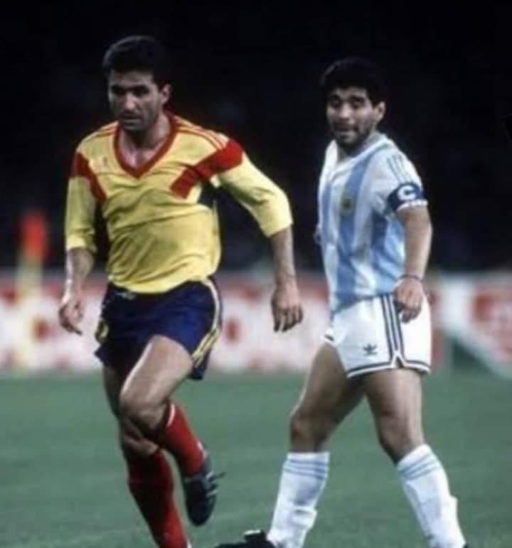 Maradona ve Karpatların Maradona'sı. 💖  San Paolo, Napoli https://t.co/q8jOaNx3sX