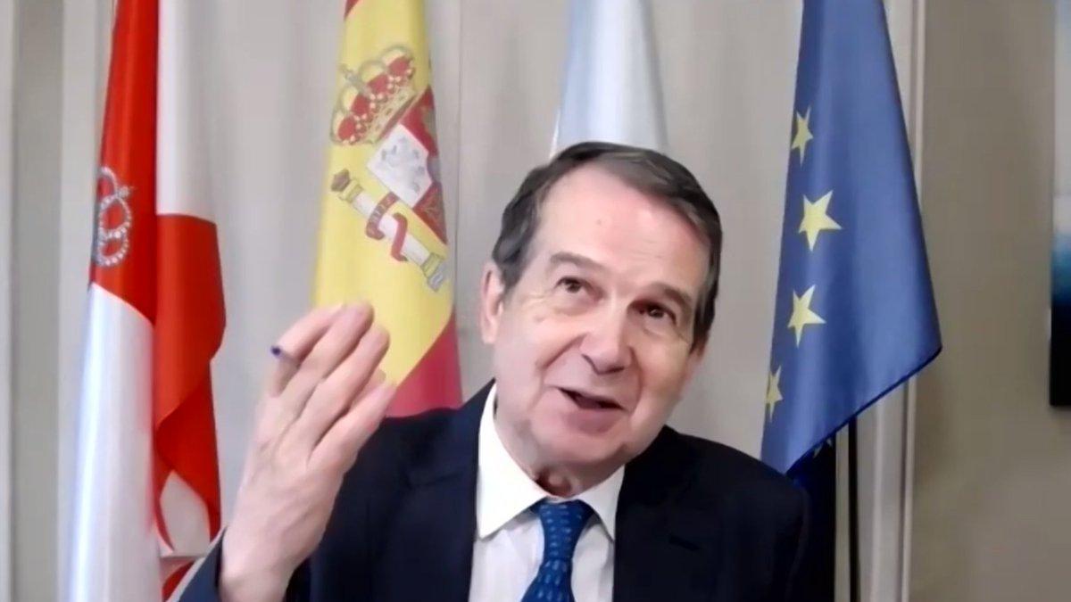 """El Presidente #FEMP, @abelcaballero, ha recordado que las #EntidadesLocales miran a los ojos a la #PobrezaInfantil.  En este foro junto a @unicef_es y el @comisionadoPI ha destacado la necesidad de una """"solución desde lo público"""" que enfrente las nuevas formas de pobreza."""