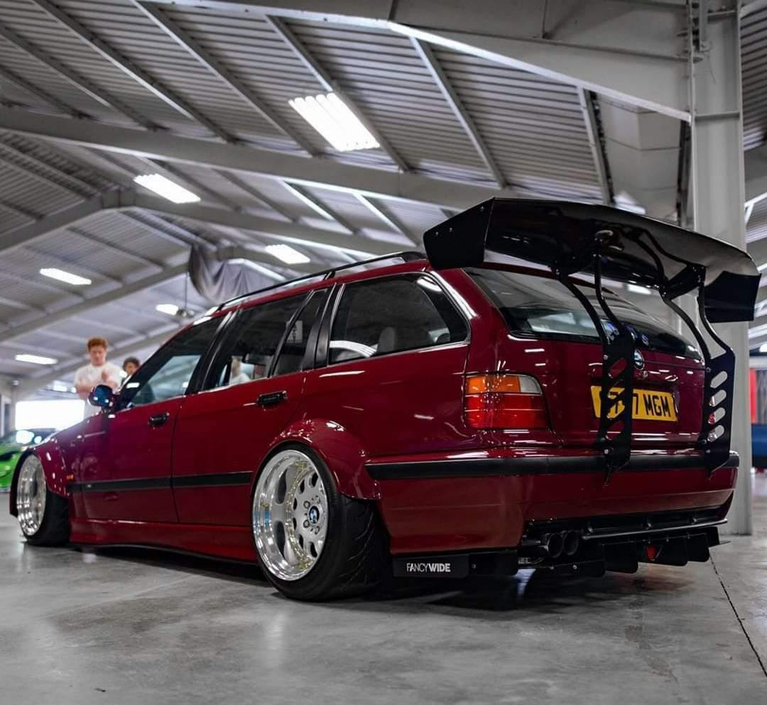 This BMW E36 touring(it's not mine) looks very nice #BMW #e36 #bmwe36 #3series #e36touring #bmwe36touring  #bmw3series #nicecar https://t.co/jaIGDMMvQ7