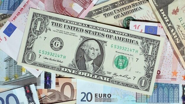 Сегодня на Межбанке за доллар давали 28,46 гривен  Напомним, торги открылись по доллару в диапазоне 28,4250-28,4450 грн/$, торги по евро открылись в диапазоне 33,9081-33,9263 грн/евро #Межбанк #доллар #гривна https://t.co/ImfTVxLlet