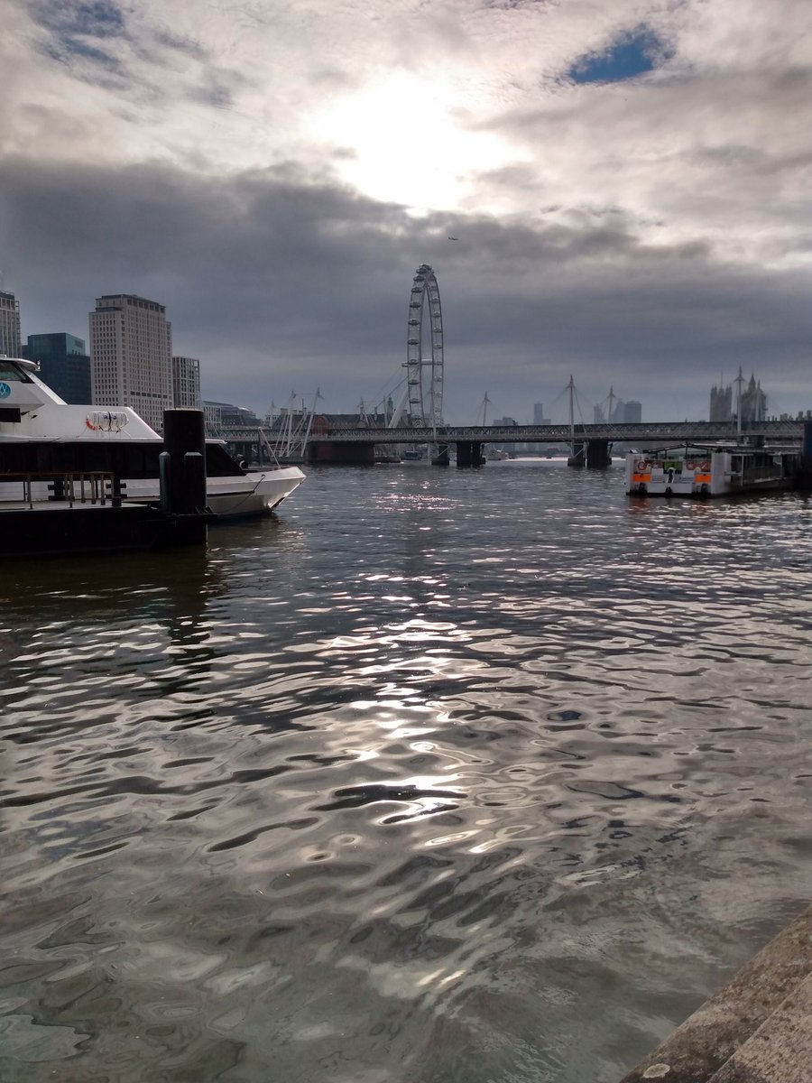 Lovely light in London #aliteration #sun #cloud #Thames #TheEye