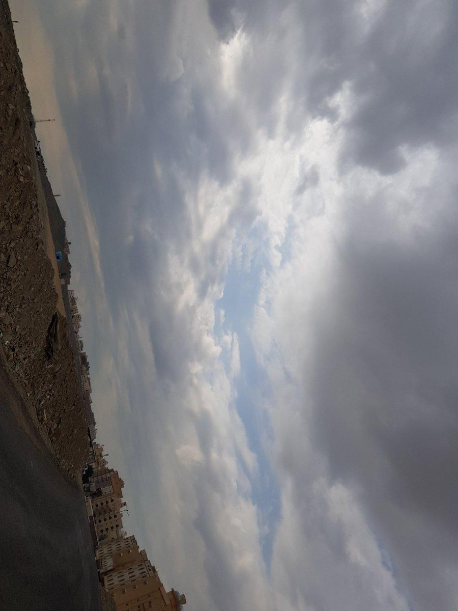 منظر الغيوم دائما يشدني ويوقفني اصور حتى وان كنت مستعجل جدا رغم انه تصويري خرده لكن احب المنظر واستمتع بالتامل بالغيوم https://t.co/n0myWWJ6Mq