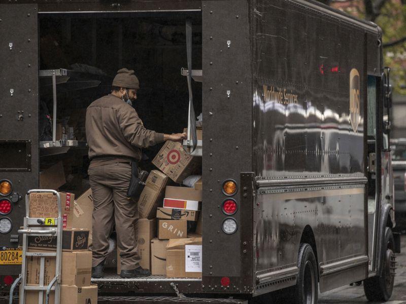 FedEx, UPS See Delivery Van Shortage Amid E-Commerce Rush dlvr.it/RmT6pK