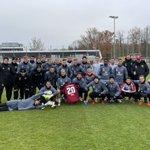 Image for the Tweet beginning: ❤ EIN TEAM🖤  Die Mannschaft schickt