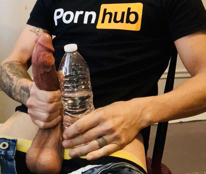 Drink water 💦 https://t.co/LxTHEPRzDj