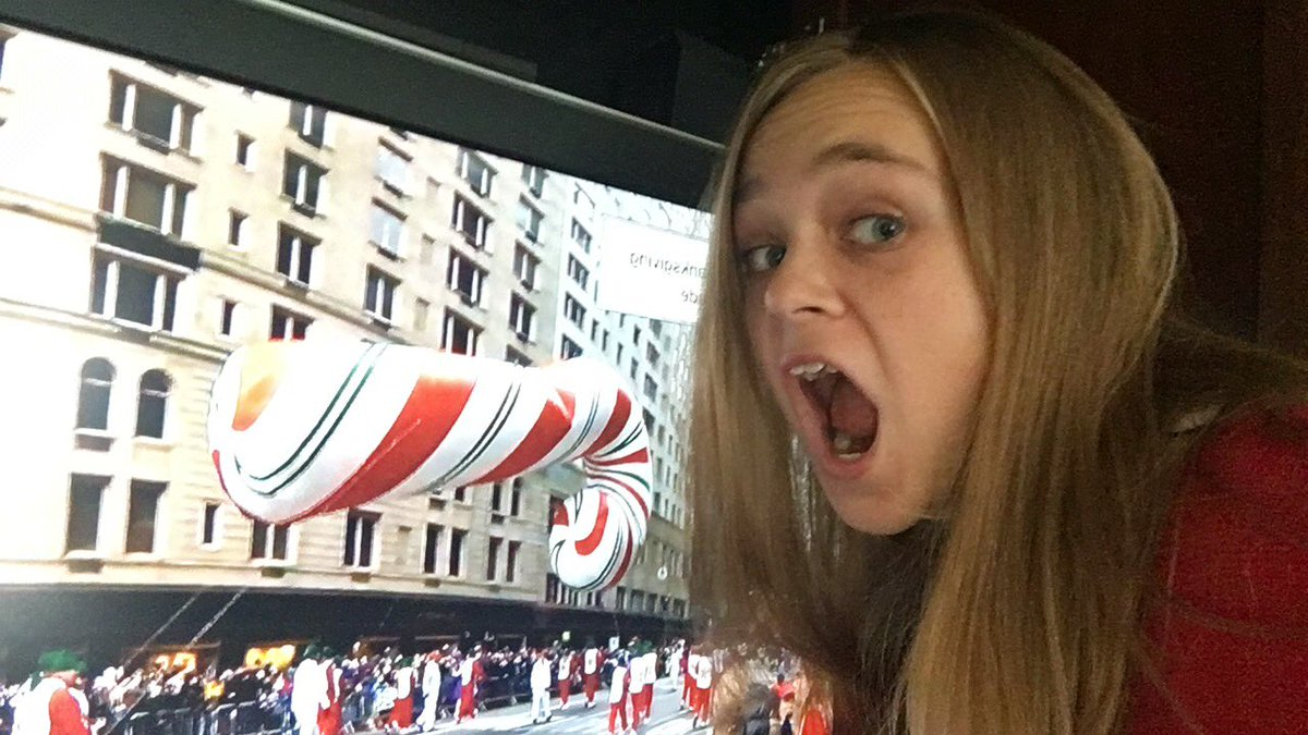 #MacysParade Waiting on SANTA might as well eat my candy cane. YUM!!! #VerizonLive