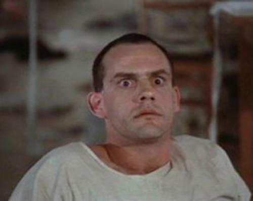 Chaque conférence de presse de Jean #Castex concernant le COVID, chaque intervention de ses ministres me renvoient irrésistiblement au film de Milos Forman