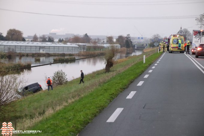 Auto te water en twee gewonden bij ongeluk N220 https://t.co/gcTsDHsSQH https://t.co/kBdVHQlOJe
