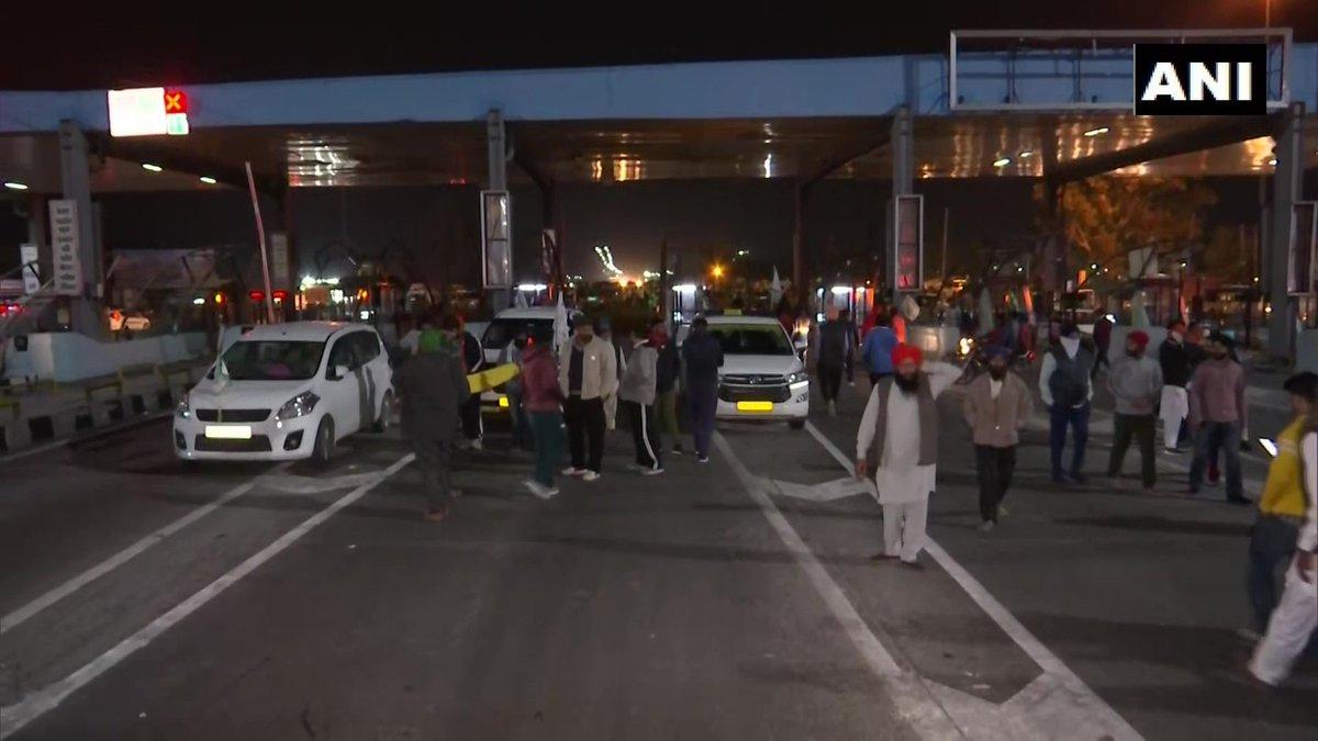 #FarmersProtest | Farmers heading towards Delhi halt at Panipat toll plaza (ANI) https://t.co/CqaKF1elCl