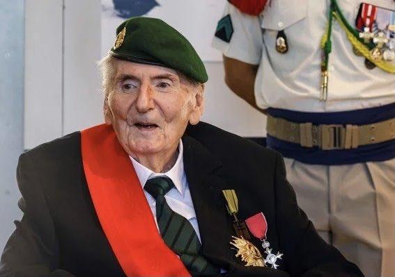 🇫🇷[FLASH] - Le dernier #Compagnon de la Libération en vie, Hubert #Germain, a été officiellement nommé ce matin, par décret présidentiel, chancelier d'honneur de l'Ordre de la #Libération. https://t.co/hslrqMFXrn