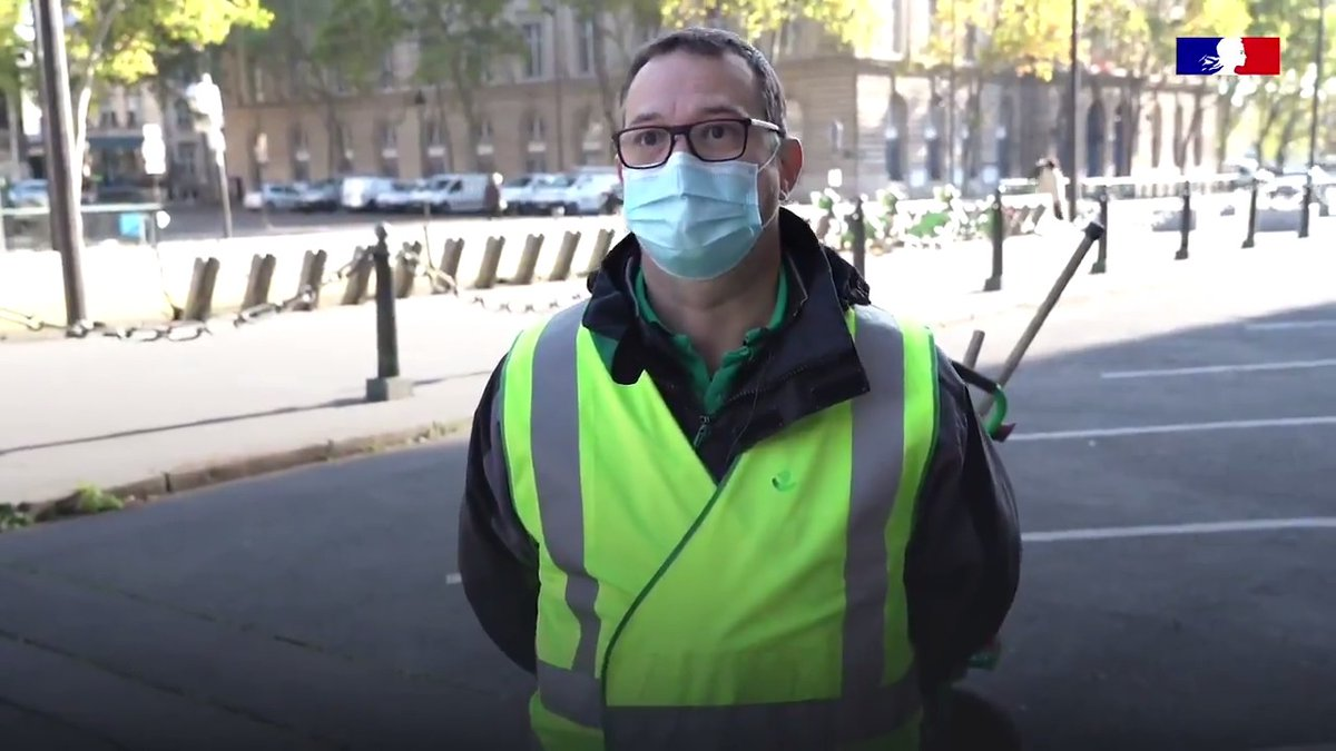 🧹 « Nos rues ont besoin de nous quoiqu'il arrive ».   Découvrez en images le quotidien de Ludovic, éboueur à la Ville de Paris.  #TousMobilisés Merci aux éboueuses et aux éboueurs pour leur mobilisation dans la lutte contre la progression du virus. 🙏