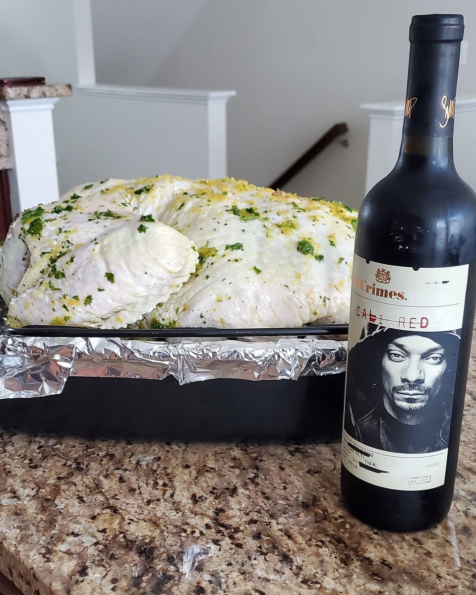 This year's official Thanksgiving Turkey marinade is @SnoopDogg Cali Red Wine! Taking Thanksgiving to the next level! #ThanksgivingDay #SnoopDogg #caliredwine #19crimes #dayofgiving #nj #dc #md #philly #save_philly #igers_philly #igers_philly_street #phillyjawn #media #news https://t.co/3qLqxSPsSe