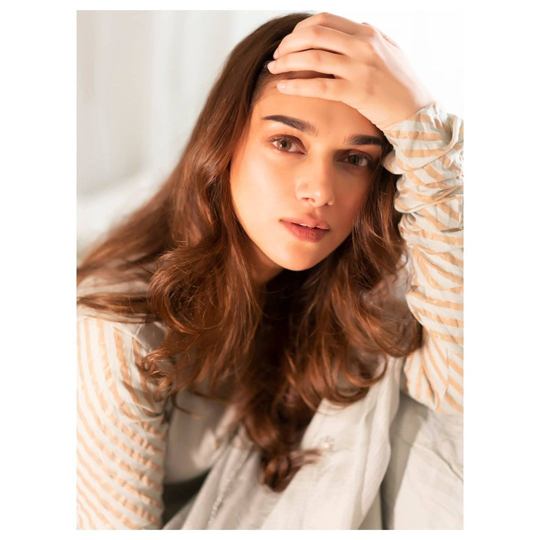 Giving major flawless skin goals @aditiraohydari 🥰🥰🥰 #bollywood #bollywoodactress #bollywoodcelebs #bollywoodstars #celebrity #AditiRaoHydari #stunning #gorgeous