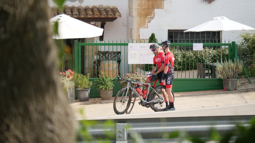Pillados in fraganti   #ciclismo #ciclistas #bici #bicicleta #carretera #gcn #gcnenespañol #bike #cycling https://t.co/n9jDvqz9L1