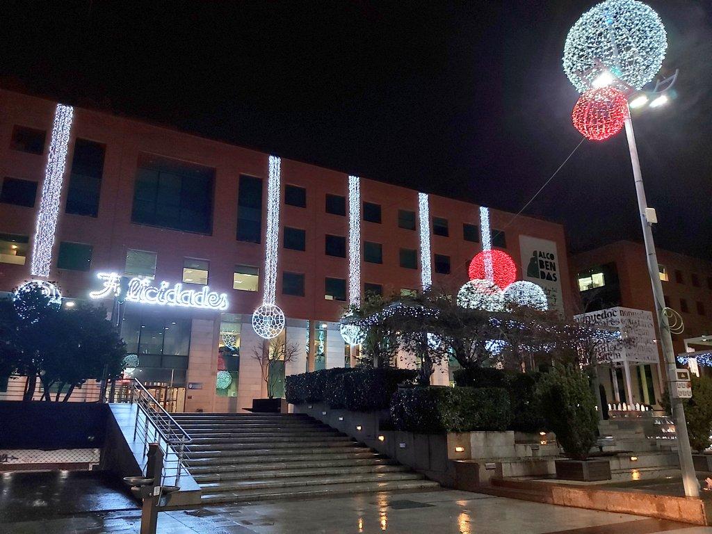 💡🎄Adelantamos el encendido de luces de navidad que, para muchos vecinos y vecinas, y pequeños comercios, será motivo de esperanza.  Tras meses de crisis sanitaria, hoy #Alcobendas vuelve a brillar y a llenarse de ilusión. https://t.co/GVK6nIoZz3