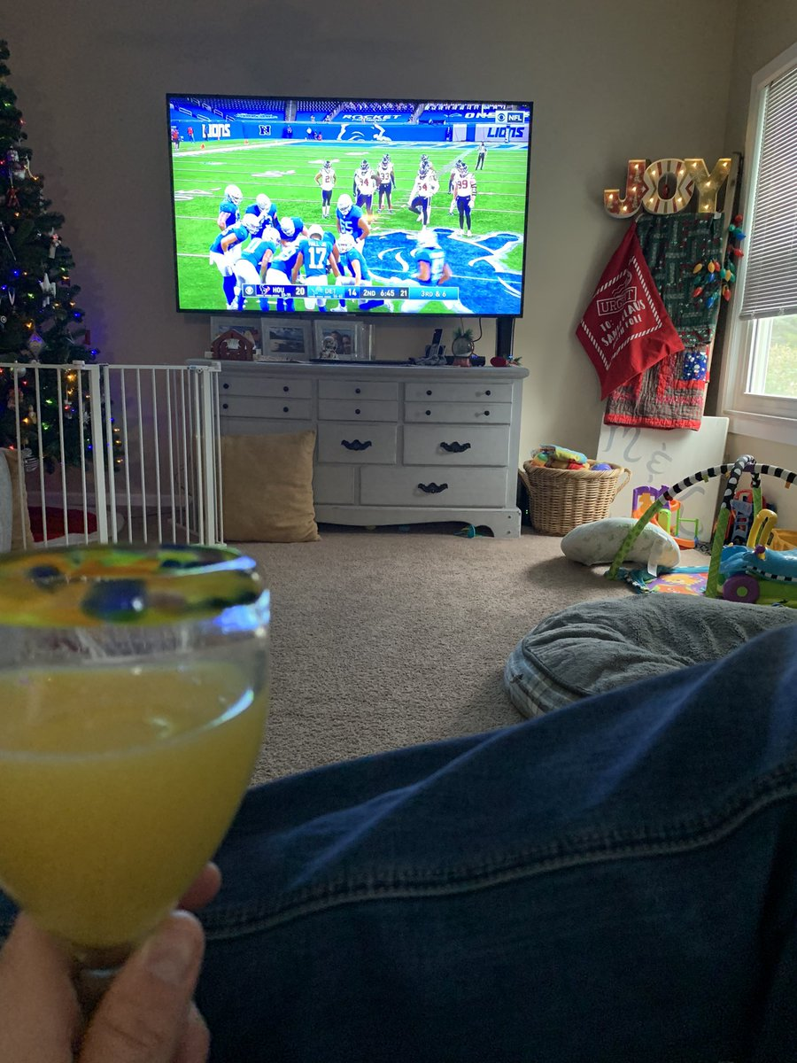 Not a bad Thanksgiving so far! Sorry for all you nonLions fans that have to watch this.  #OnePride #mimosa #HappyThanksgiving